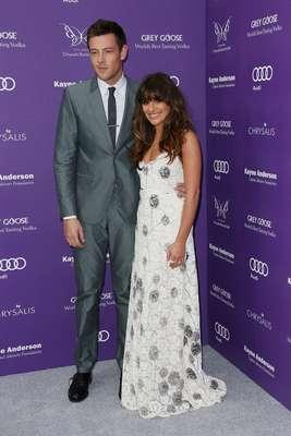 O casal Lea Michele e Cory Monteith, conhecido por atuar na série 'Glee', participou do evento beneficente 12th Annual Chrysalis Butterfly Ball, no sábado (8), em Brentwood, na Califórnia, nos Estados Unidos. A atriz chamou a atenção dos presentes, ao aparecer com um vestido branco longo