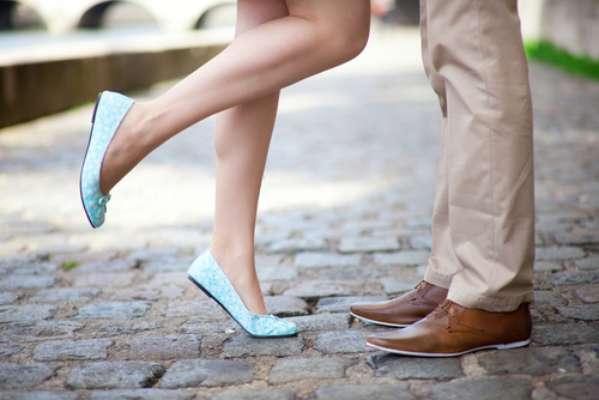 Para o beijo continuar sendo uma das experiências mais agradáveis da vida, é preciso estar com tudo em ordem. Isso quer dizer, hálito fresco, boca saudável e sexo seguro