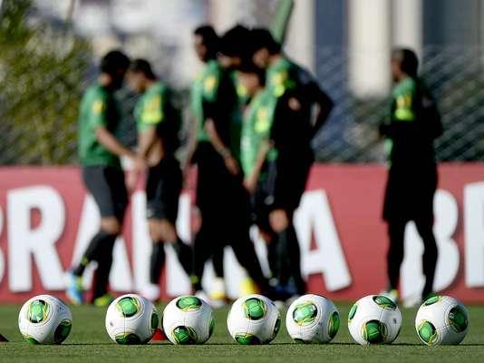 Depois de duas semanas de preparação com a bola da Nike, sua patrocinadora oficial, a Seleção Brasileira começou nesta terça-feira a utilizar a Cafusa durante todo o treinamento realizado no CT do Goiás, em Goiânia