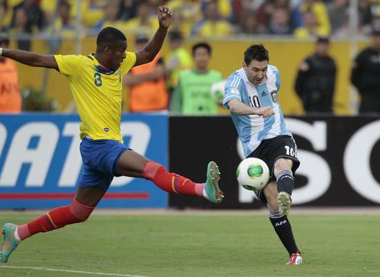 Com Messi ainda longe de sua melhor forma e jogando apenas 30 minutos, a Argentina sofreu para empatar com o Equador por 1 a 1 em Quito