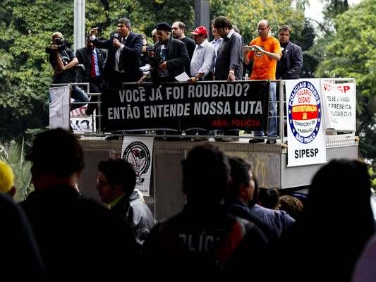 Policiais civis de São Paulo realizam uma manifestação no vão-livre do Museu de Arte de São Paulo (Masp) na tarde desta terça-feira, para pressionar o governo do Estado por aumento salarial, melhoria nas condições de trabalho e restruturação das carreiras policiais