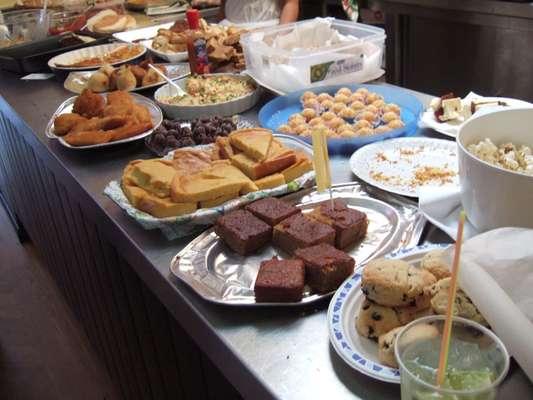 Veja como preparar a mesa para a festa junina for Servir comida