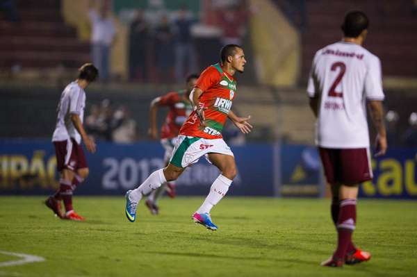 Portuguesa venceu Fluminense por 2 a 1 nesta quarta-feira