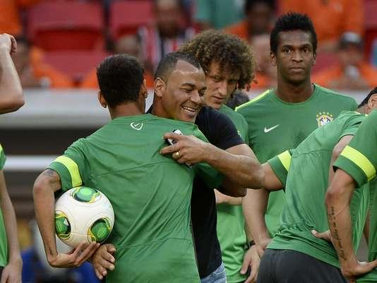Nesta sexta-feira, a seleção brasileira entrou em campo para o último treino antes da estreia na Copa das Confederações; Cafu marcou presença