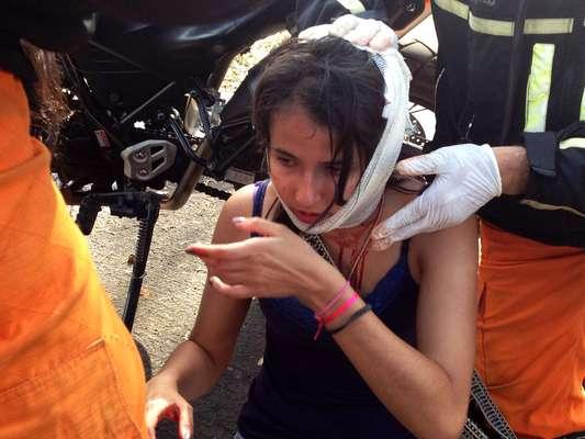 Menina ficou ensanguentada durante o protesto
