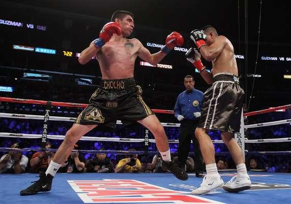 El púgil méxico-estadounidense Mikey García reivindicó su clase al vencer por nocáut técnico en el cuarto asalto al puertorriqueño Juan Manuel López.