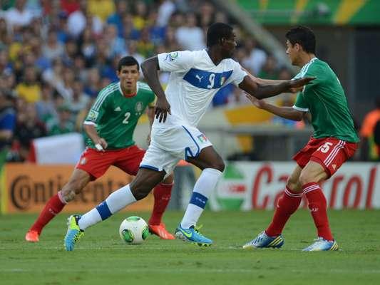 Balotelli tuvo varias ocasiones de gol en el partido.
