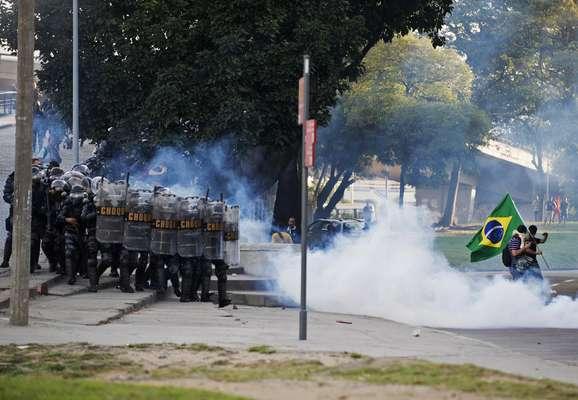 O domingo (16) foi marcado por mais uma onda de protestos contra os gastos na Copa das Confederações no País