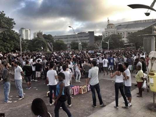 Na Bahia, 4 mil pessoas segundo a Polícia Militar e 8 mil pessoas segundo a Transalvador tomaram o centro financeiro de Salvador