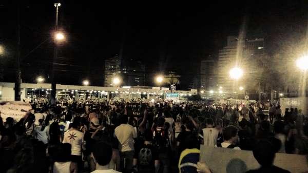 Cerca de 20 mil pessoas percorreram nessa segunda-feira aproximadamente 12 quilômetros durante uma manifestação em Vitória, capital do Espírito Santo