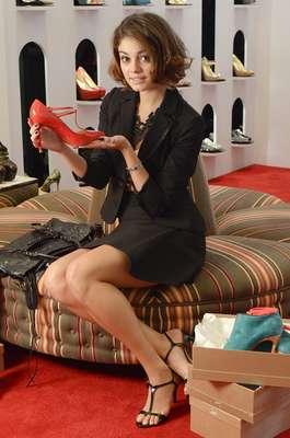 Amora, personagem de Sophie Charlotte em Sangue Bom, segue estilo moderno minimalista, ou seja, sem excessos. Mistura peças clássicas com as da moda e pontua com acessórios modernos. Investe em modelagens e cortes precisos