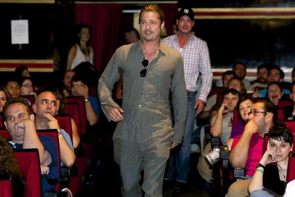 Brad Pitt surpreendeu os fãs ao entrar em uma sala de cinema de Madrid para assistir ao filme 'Guerra Mundial Z'