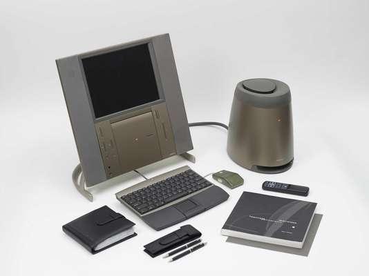 Twentieth Anniversary Macintosh (TAM) - Lançado em janeiro de 1997 para celebrar o 20º aniversário da Apple, a edição limitada do Macintosh teve apenas 12 mil unidades fabricadas. Ele foi um dos primeiros computadores de mesa a ter tela de LCD. No leilão, ele tem preço inicial de US$ 2 mil