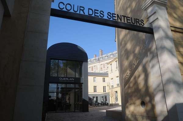 A Cour des Senteurs foi inaugurada em abril de 2013 pela prefeitura de Versalhes