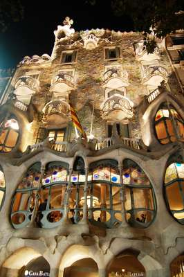 Casa BatllóEdifício situado no nº 43 do Paseo de Grácia, na chamada Ilha da Discórdia, num bairro modernista da cidade de Barcelona. Foi construída no período 1875 a 1877