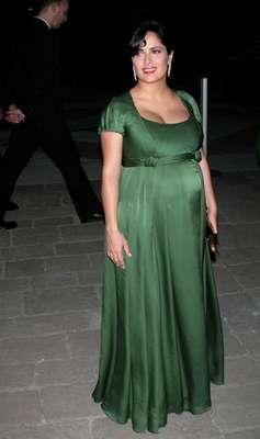 Em julho de 2007, Salma Hayek usou longo de cetim verde em jantar. A atriz estava aos sete meses de gravidez de Valentina, sua filha com o bilionário francês François-Henri Pinault