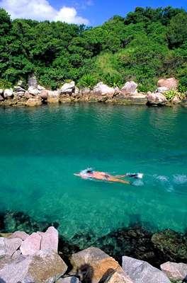 Florianópolis: localizada no litoral de Santa Catarina, a cidade abriga belas praias, é destino de surfistas e apaixonados por natureza. A agência Laselva Viagens oferece pacotes de quatro noites, entre os dias 5 e 10 de julho, por a partir de R$ 743,68 (por pessoa). No pacote, estão inclusos o transporte aéreo e quatro noites de hospedagem em apartamento duplo, com café da manhã. Informações e reservas: (11) 3355-2355 e 0800 770 2370
