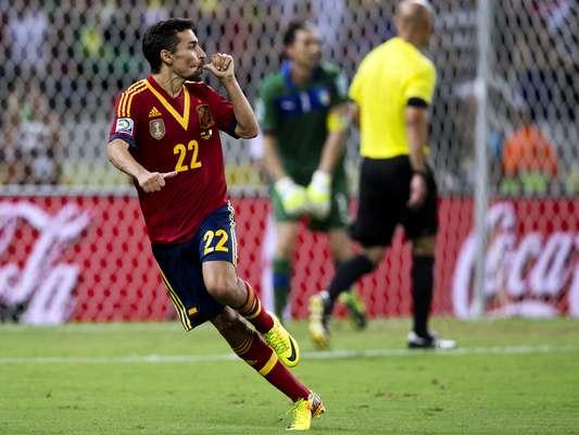 A Espanha venceu a Itália por 7 a 6 nos pênaltis e enfrenta o Brasil na final da Copa das Confederações, domingo, no Maracanã. Bonucci desperdiçou a sétima cobrança, e Jesús Navas marcou o gol da classificação italiana