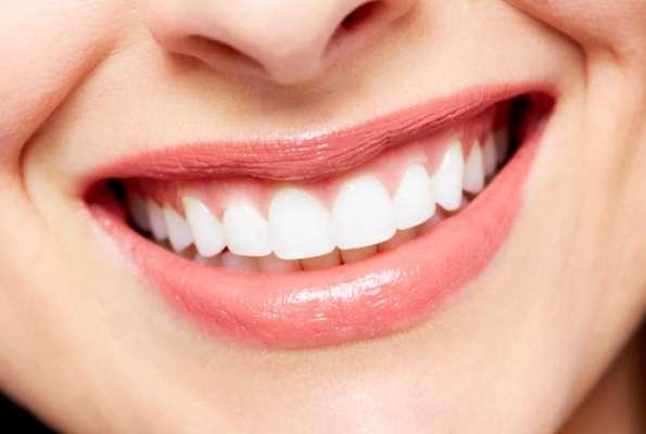 Pasta de dente em comprimido, que proporciona hálito refrescante e é enriquecida com silício orgânico, que ajuda a fortalecer a saúde da gengiva e a protege do envelhecimento precoce