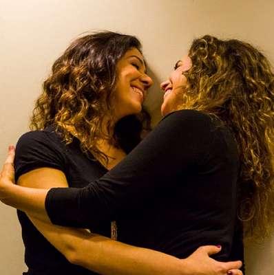 A cantora Daniela Mercury assumiu relacionamento homossexual com Malu Verçosa no início do ano e postou mensagens contra os preconceitos em relação aos homossexuais no Twitter e Instagram