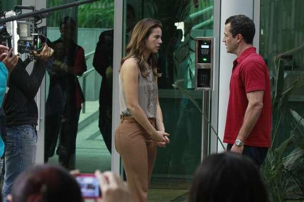Apesar de a novela 'Amor à Vida' ser ambientada em São Paulo, a maioria das gravações são realizadas no Rio de Janeiro. Uma delas ocorreu nesta quarta-feira (3), na Barra da Tijuca, naqual os protagonistas Paolla Oliveira e Malvino Salvador filmaram cenas dramáticas