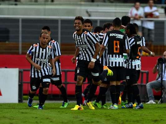 Mesmo no Morumbi, o Santos venceu o clássico contra o São Paulo por 2 a 0, neste domingo. Os gols foram marcados por Giva e o ex-são-paulino Cícero