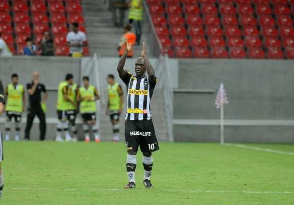 Quando o clássico já parecia definido, o talento de Seedorf resolveu o jogo para o Botafogo, que venceu o Fluminense por 1 a 0, na Arena Pernambuco