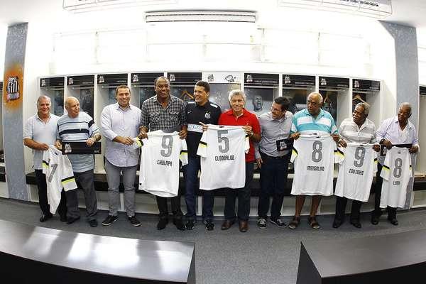 O Santos promoveu, nesta quarta-feira, um evento para inaugurar o novo vestiário do time na Vila Belmiro, com a presença de ídolos da equipe alvinegra