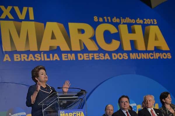 Dilma participa de lançamento da 16ª Marcha a Brasília em Defesa dos Municípios