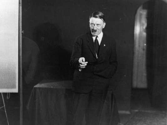 El diairo El Huffington Post publicó en sus páginas una serie de fotografías privadas del dictador alemán Adolfo Hitler. Unas imágenes nunca antes vistas que si Hitler viviera, tal vez su fotógrafo ya hubiera recibido tremenda sanción. Míralas a continuación: