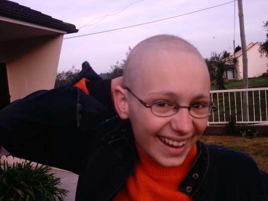 A portuguesa Marine Antunes teve linfoma não-hodgkin aos 13 anos. Aos 23, ela decidiu criar o programa Cancro com Humor para ajudar pessoas que estão passando por sessões de quimioterapia a enfrentar o processo de forma positiva