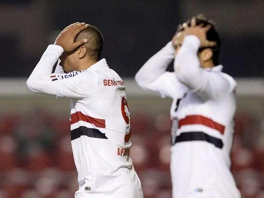O São Paulo perdeu para o Bahia, por 2 a 1, na noite desta quarta-feira, no Morumbi, em duelo adiantado pelo Campeonato Brasileiro e viu a pressão aumentar às vésperas da chegada do novo técnico à equipe