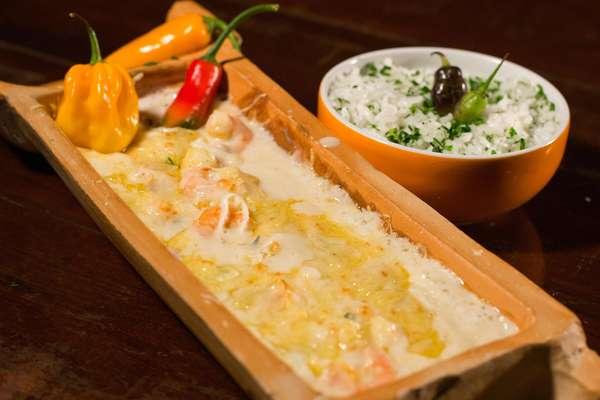 A nona ediçãodo Brasília Restaurant Week acontece do dia 15 a 28 de julho.O prato de camarões salteados no azeite com alho poro ao creme de catupiry gratinado servido com arroz de nirá é uma das opções para o almoço no Ilê