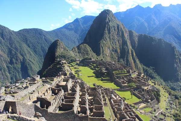 Os turistas que pretendem conhecer o santuárioarqueológico de Machu Picchu podem optar por se aventurar em trilhas, transformando o passeio em uma experiência ainda mais fantástica