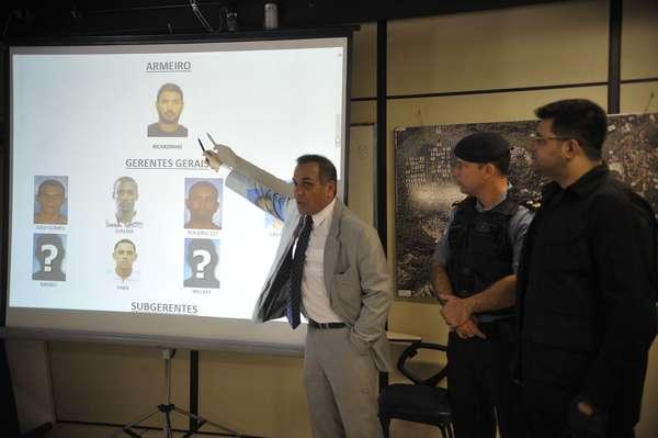Delegado Orlando Zaccone apresenta diagrama da organização criminosa