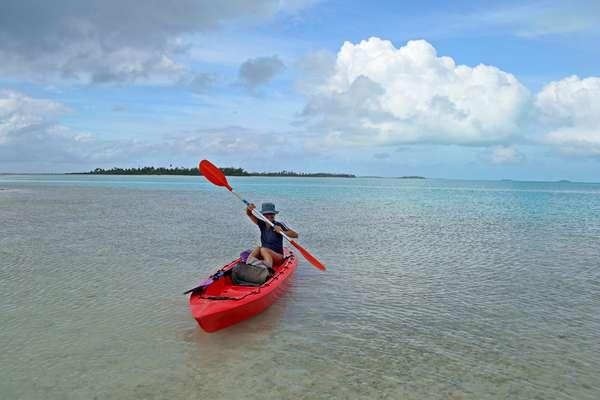 Aitutaki, Ilhas CookAs Ilhas Cook são um incrível arquipélago da Oceania em meio a uma abundante natureza preservada. Com areias brancas e uma lagoa turquesa com numerosos peixes coloridos, num ponto ideal para mergulhos, a ilha de Aitutaki tem um encanto especial e mágico e ganhou o apelido de Ilha da Lua de Mel por seu ambiente romântico