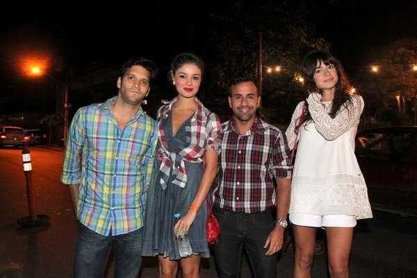 O elenco da novela 'Sangue Bom' se reuniu em uma festa julina em Jacarepaguá, no Rio de Janeiro, na noite da última quinta-feira (18). Na foto, Armando Babaioff, Sophie Charlotte e Thaila Ayala