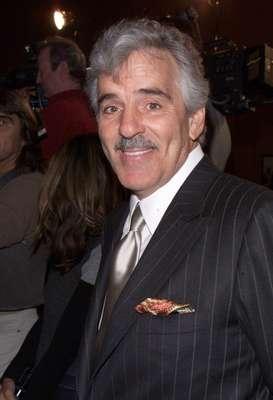 Dennis Farina na première de 'Snatch', em 2001; ator morreu devido a um coágulo no pulmão, aos 69 anos
