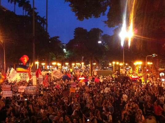 22 de julho - Manifestantes se concentram no Largo do Machado