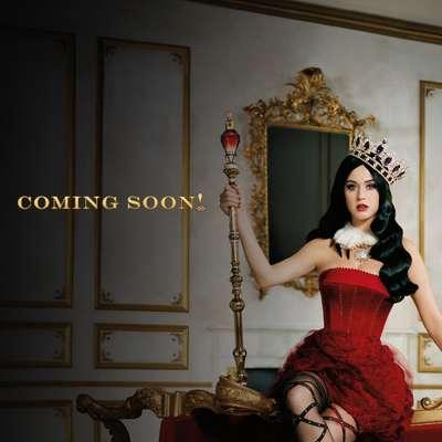 A cantora Katy Perry divulgou no Twitter a campanha de seu mais novo lançamento: o perfume Killer Queen