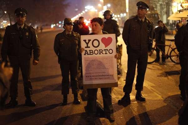 Manifestação realizada no centro da capital chilena na noite desta quinta-feira reuniu mais de 5 mil pessoas - de acordo com as autoridades