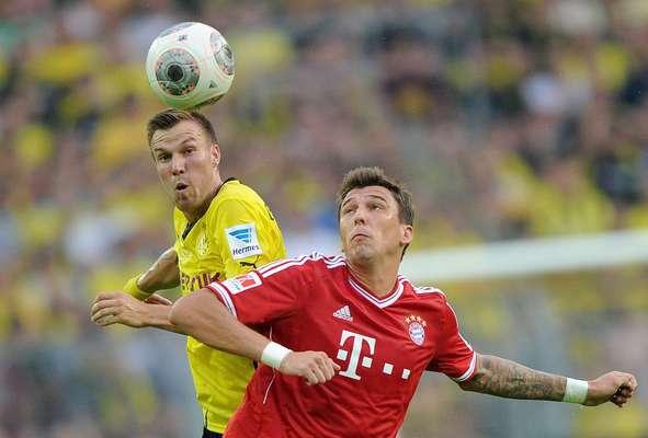 Em duelo neste sábado, o Borussia Dortmund venceu o Bayern de Munique por 4 a 2 e impôs a primeira derrota para Guardiola no comando da equipe de Munique, logo na primeira decisão do técnico espanhol no comando do Bayern