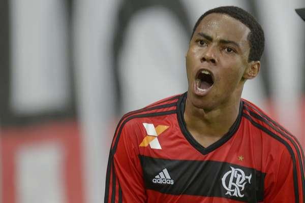 Elias comemora após marcar no último minuto o gol de empate do Flamengo contra o Botafogo