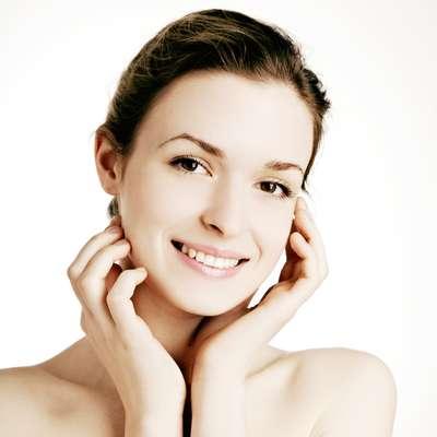 Quatro receitas caseiras ajudam a desinchar o rosto; aprenda