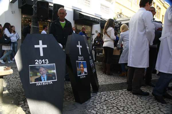 31 de julho - Médicos realizam protesto no centro de Florianópolis