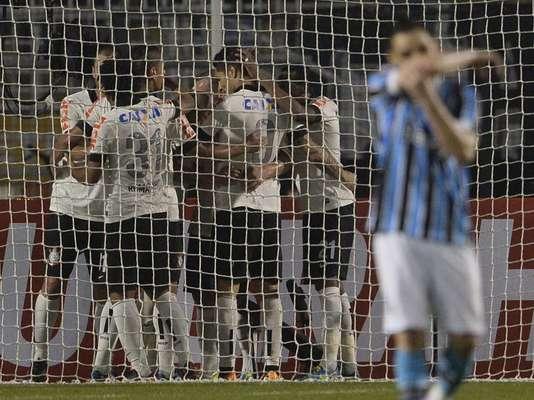 Corinthians abriu o placar no primeiro tempo com Emerson