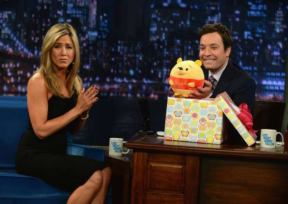 Jennifer Aniston participou do Late Night With Jimmy Fallon, em Nova York, nos Estados Unidos