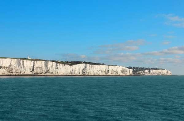A cidade de Dover, na Inglaterra, é conhecida por seus incríveis Penhascos Brancos, que tomam conta da paisagem