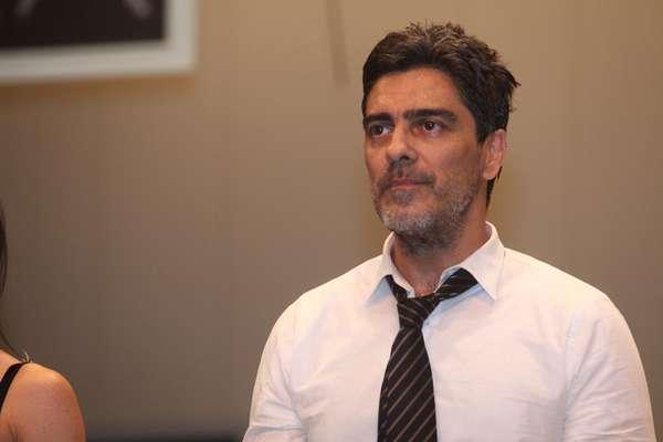 Junno Andrade se apresentou e recebeu convidados na pré-estreia da peça À Noite Todo Gato é Pardo