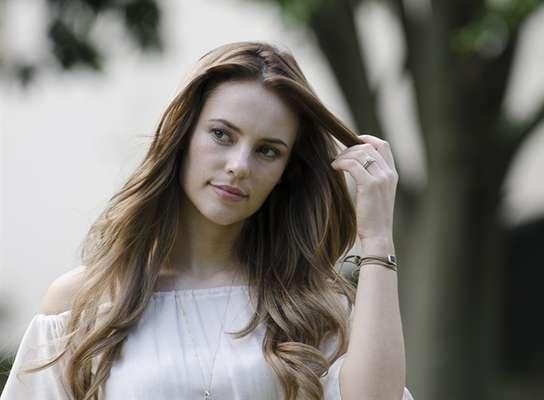 A atriz Paolla Oliveira tem ganhado destaque entre os telespectadores da novelaAmor à Vidanão só pela sua personagem, a médica Paloma, mas também pelo look, especialmente a maquiagem que usa na tela.Em tons mais naturais que puxam para o alaranjado, o make da protagonista foi o mais pedido da emissora no mês de julho